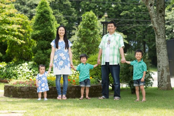 熊本 堤写真館 家族写真 ファミリー 子供 パパ ママ 森の教会 ロケーション撮影