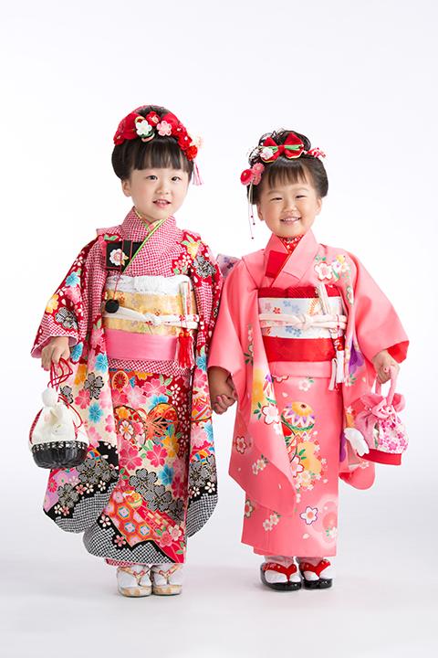 姉妹で日本髪を結って七五三