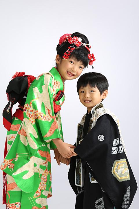 お姉ちゃんと弟で笑顔の七五三撮影