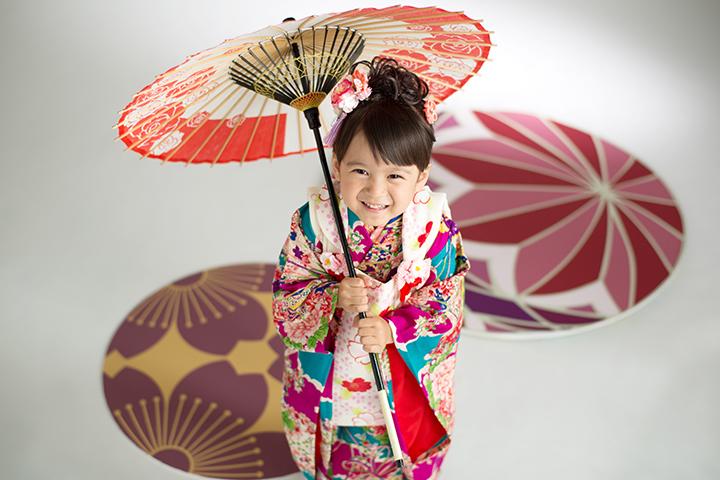 着物と和傘の似合う可愛い女の子