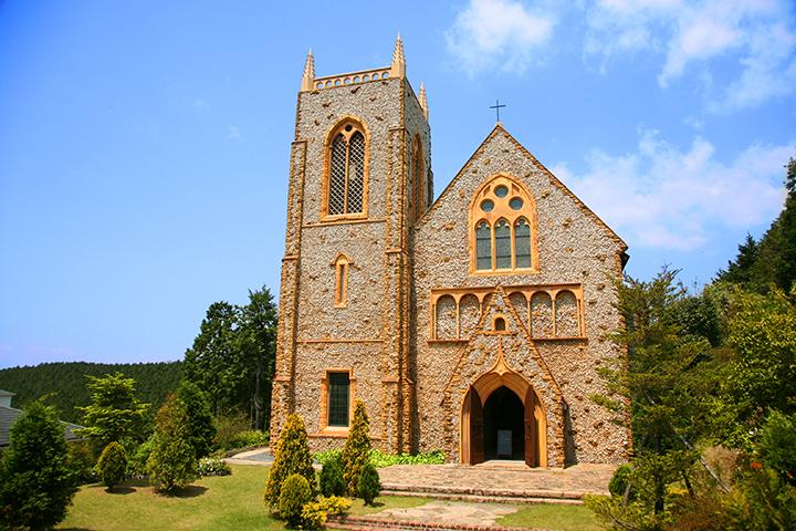 堤写真館が経営する阿蘇高原 聖フランシス 森の教会